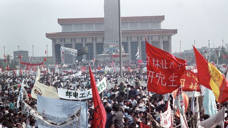 Hundreds of thousands of people fill Peking's central Tiananmen Square May 17, 1989