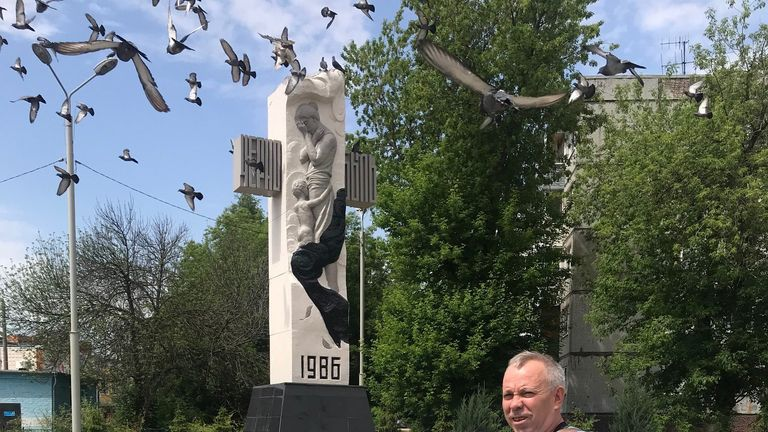 Andrey Nasonov at the memorial to the liquidators in Tula
