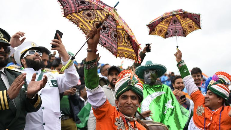 Pakistan and India supporters at the 2019 Cricket World Cup