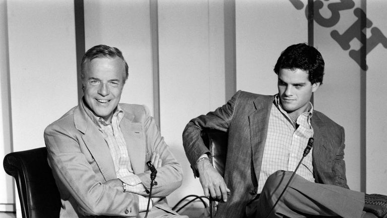 Italian director Franco Zeffirelli (L) and US actor Martin Hewitt during a TV show in Paris