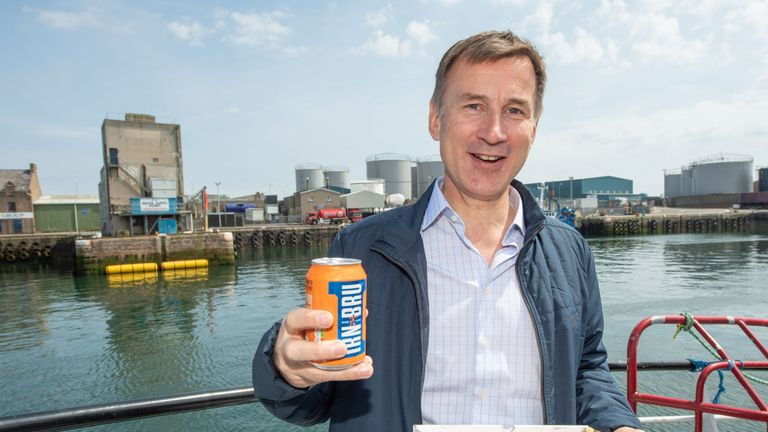 Leadership candidate Jeremy Hunt stops for lunch while campaigning in Scotland