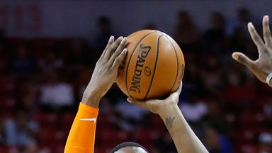 Barrett stars as Knicks thump Lakers