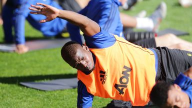 Pogba trains with Man Utd