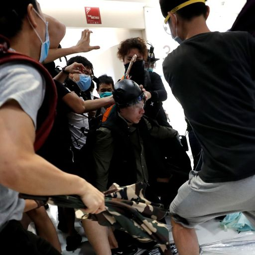 Clashes in Hong Kong shopping centre