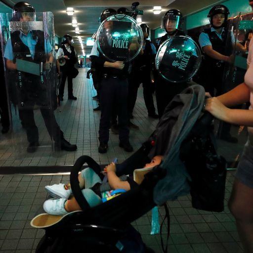 Hong Kong unrest: Riot police bear down on protesters