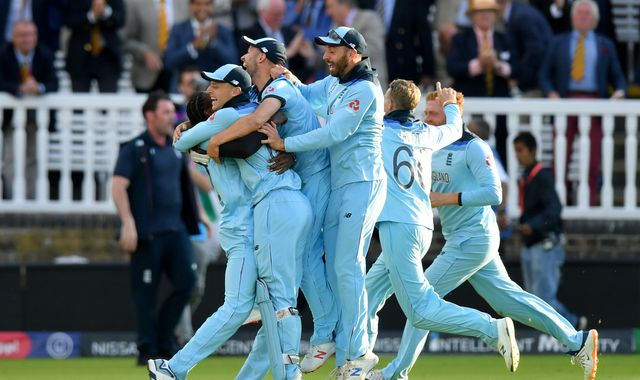Cricket World Cup: Queen congratulates England over 'thrilling' victory