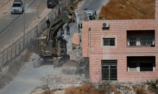 Israeli crews begin demolishing dozens of homes in east