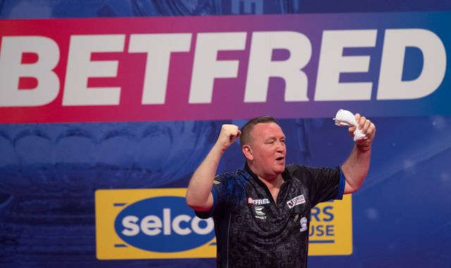 Glen Durrant beats Michael van Gerwen to reach World Matchplay quarter-final