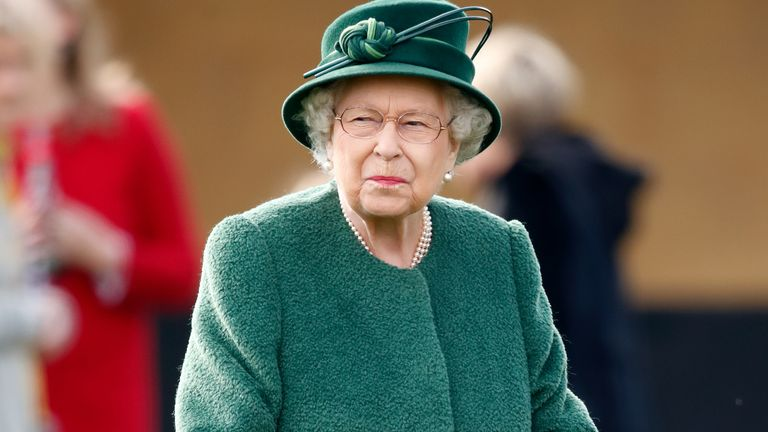 NEWBURY, UNITED KINGDOM - APRIL 13: (EMBARGOED FOR PUBLICATION IN UK NEWSPAPERS UNTIL 24 HOURS AFTER CREATE DATE AND TIME) Queen Elizabeth II attends the Dubai Duty Free Spring Trials horse racing meet at Newbury Racecourse on April 13, 2019 in Newbury, England. (Photo by Max Mumby/Indigo/Getty Images)