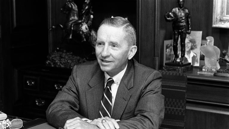 Billionaire H. Ross Perot sits at his desk at Electronic Data Systems, Inc., the company he founded. Dallas, Texas, August 18, 1985. (Photo by © Bettmann/CORBIS/Bettmann Archive)