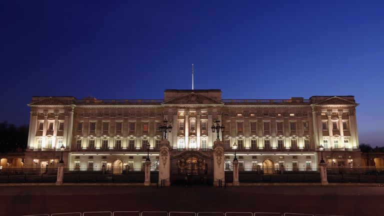 LONDON, ENGLAND - MARCH 29:  Buckingham Palace, seen from the Queen Victoria Memorial, is illuminated at night on March 29, 2012 in London, England.  (Photo by Oli Scarff/Getty Images)