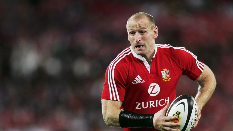 WELLINGTON, NEW ZEALAND - JULY 2:  Gareth Thomas of the Lions in action during the second test match between New Zealand and the British and Irish Lions at the Westpac Stadium on July 2, 2005 in Wellington, New Zealand.  (Photo by Shaun Botterill/Getty Images)