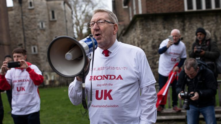 LONDON, ENGLAND - MARCH 06: General Secretary of Unite the Union Len McCluskey joins Honda employees as they stage a protest over the planned closure of their Swindon plant, outside the Houses of Parliament on March 6, 2019 in London, England. The factory is Japanese car manufacturer Honda's only EU plant and has produced the Honda's 'Civic' model for over 24 years, with 150,000 of the cars rolling off the line annually. The manufacturer is a major employer in the town of around 220,000 and sits on the M4 corridor between London to the East and Bristol to the West.  (Photo by Dan Kitwood/Getty Images)