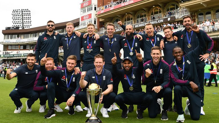 The winning 2019 England World Cup cricket team (back row LtoR) victory event at The Oval in London on July 15, 2019, a day after they won the 2019 Cricket World Cup final against New Zealand. - England won the World Cup for the first time ever on Sunday, holding their nerve to seal a thrilling Super Over victory against New Zealand after the final ended in a tie. Eoin Morgan's side finished on 241 all out in pursuit of New Zealand's 241-8, sending the match at Lord's to a six-ball shootout for each side. (Photo by Daniel LEAL-OLIVAS / AFP) / RESTRICTED TO EDITORIAL USE        (Photo credit should read DANIEL LEAL-OLIVAS/AFP/Getty Images)