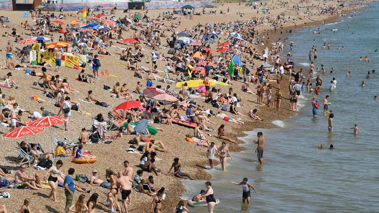 BRIGHTON, ENGLAND - JULY 23: Brighton beach is rammed with holiday makers on the hottest day of the year on July 23, 2019 in Brighton, England . (Photo by Mike Hewitt/Getty Images)