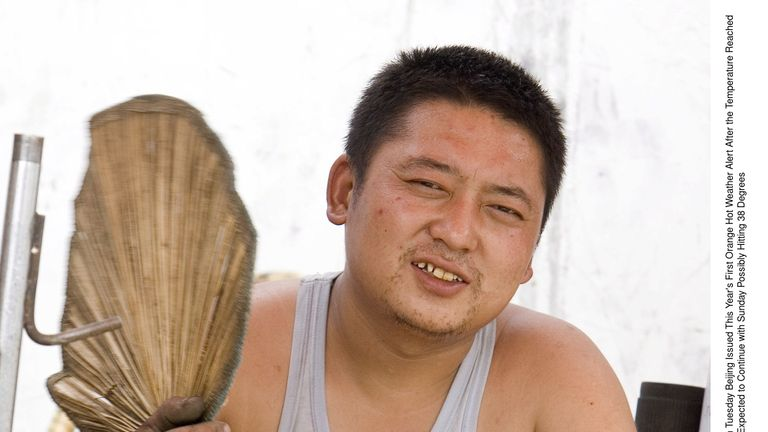 Men across China rolled their T-shirts and vests up into so-called Beijing bikinis