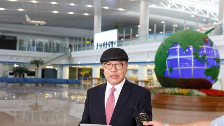 Choe In-guk arrives at Pyongyang International Airport (pic: uriminzokkiri.com)