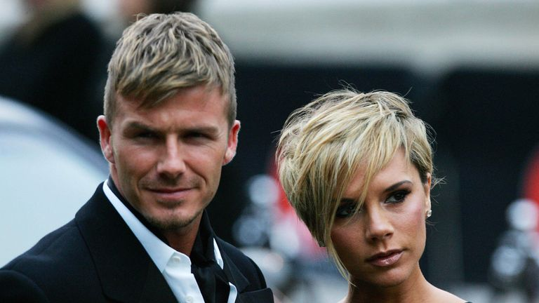 British football player David Beckham and his wife Victoria arrive for the Sports Industry awards in London, 29 March 2007. AFP PHOTO/CARL DE SOUZA (Photo credit should read CARL DE SOUZA/AFP/Getty Images)