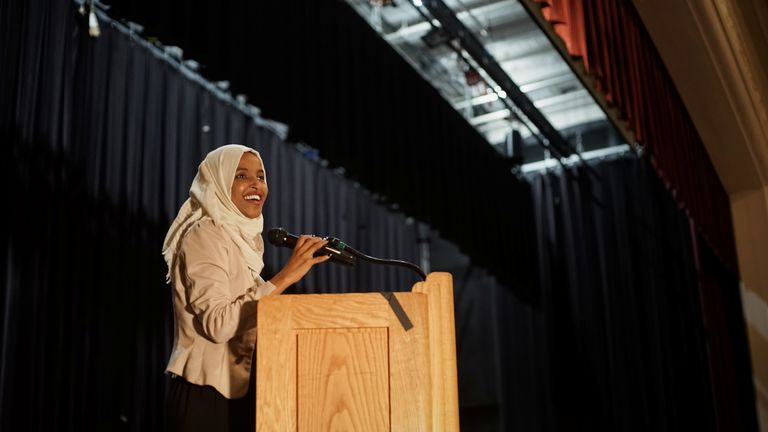 Public cheers as congresswoman Ilhan Omar returns back to Minnesota