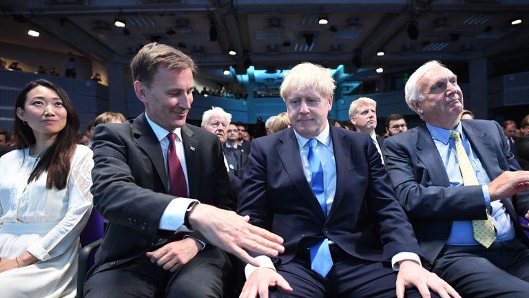 Jeremy Hunt congratulates Boris Johnson