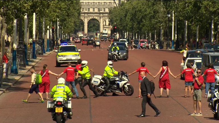 Climate protesters block Boris Johnson's route to palace