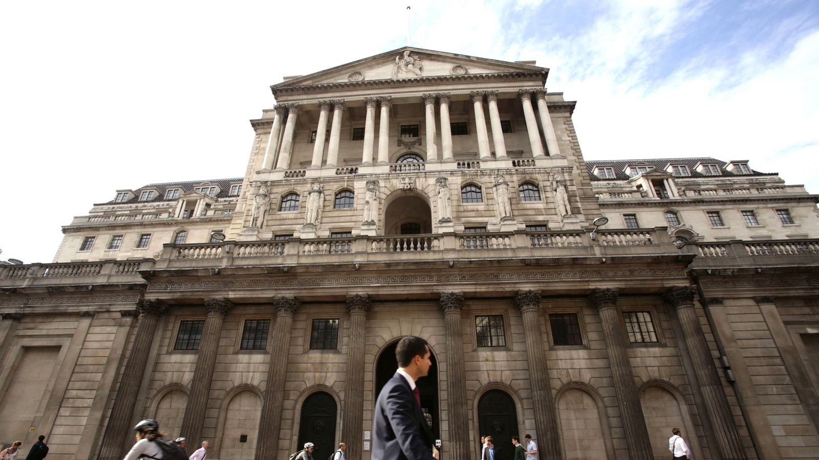 Bank may cut rates if economy fails to see Boris bounce - EpicNews
