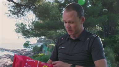 Froome receives 2011 Vuelta jersey