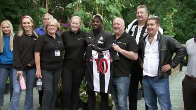 Saint-Maximin helps out at Toon food bank