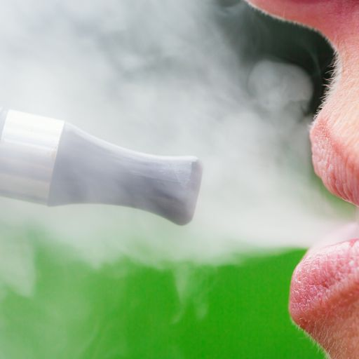 'Third vaping-related death' as US experts warn against e-cigarette use