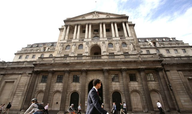 Bank of England warns further Brexit uncertainty will damage economy