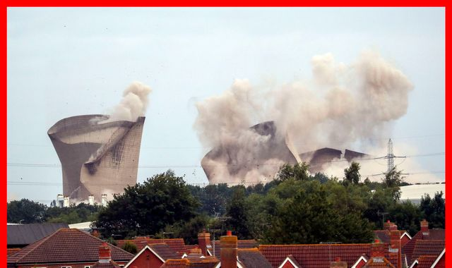 Didcot power station demolition cuts electricity to 40,000 homes