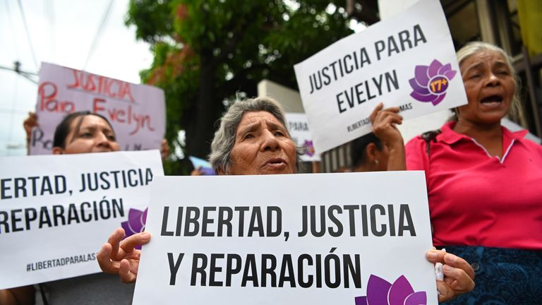 Supporters of Evelyn Hernandez demand justice outside court in Ciudad Delgado