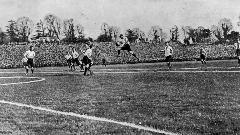 The 1900 FA cup final in which Bury beat Southampton 4-0