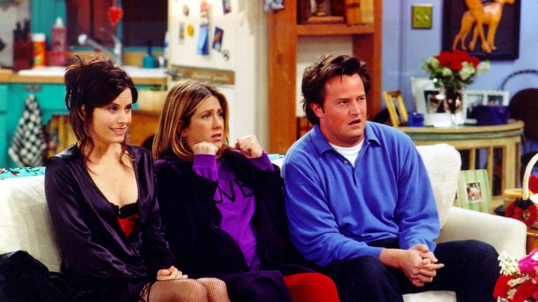 Courteney Cox (Monica), Jennifer Aniston (Rachel) and Matthew Perry (Chandler) in Friends