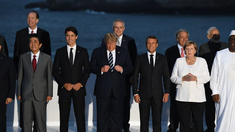 Image ..Licensed to i-Images Picture Agency. 25/08/2019. Biarritz, France. Boris Johnson attends the G7- Day Two. Britain's Prime Minister Boris Johnson joins other World Leaders for the family photo at the G7 Summit in Biarritz, France.  Picture by Andrew Parsons / i-Images