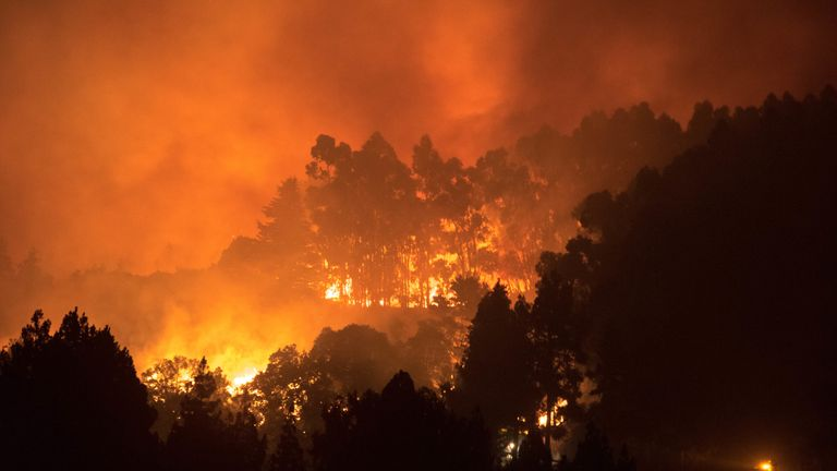 Thousands of people have been evacuated in the area around Valleseco