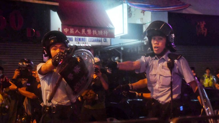 Hong Kong police pulls their guns