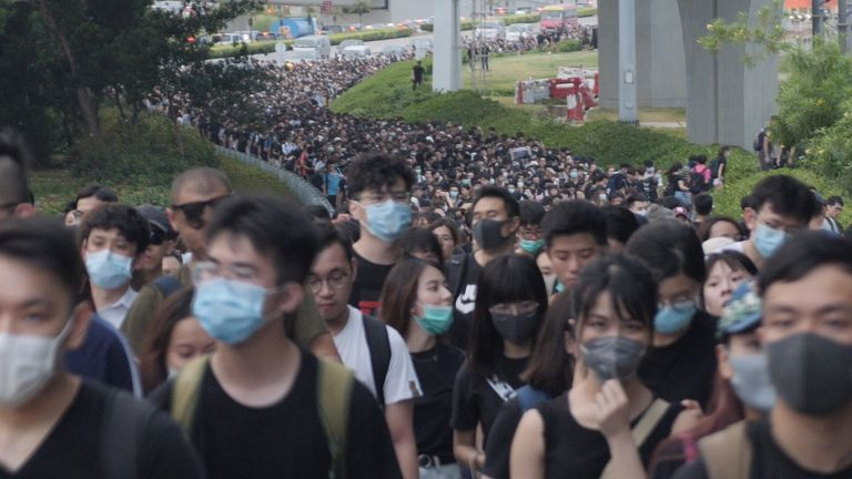 Thousands walk the motorway to Hong Kong airport