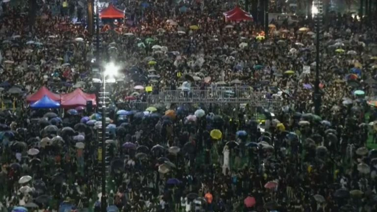 Hundreds of thousands rally in the rain on Sunday evening