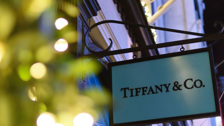 LONDON, ENGLAND - DECEMBER 08: The Tiffany & Co store on Bond Street lines it's windows with fairy lights as part of it's Christmas light display on December 8, 2015 in London, England. British retailers are hoping for a rise in sales over the Christmas period after November's Black Friday sales failed to boost turnover. (Photo by Ben Pruchnie/Getty Images)