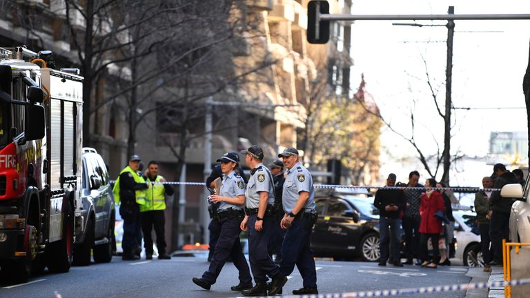 British trio pin down suspect after woman fatally stabbed in Sydney
