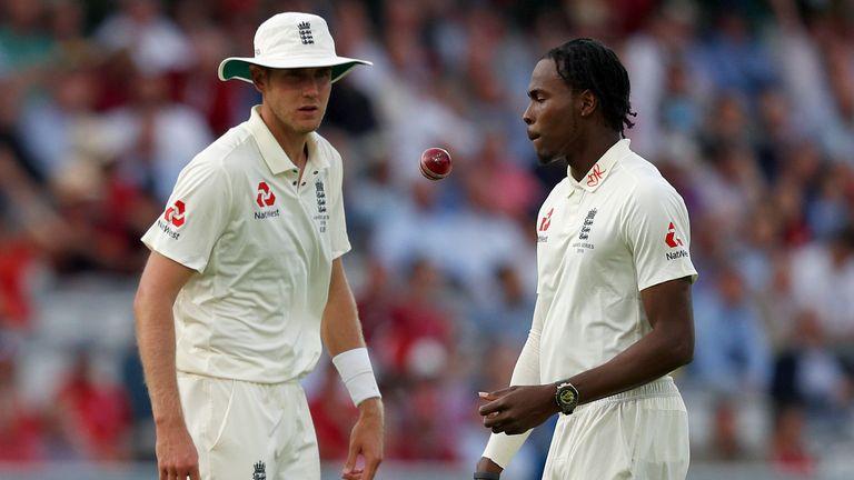 England's Stuart Broad (L) talks with England's Jofra Archer