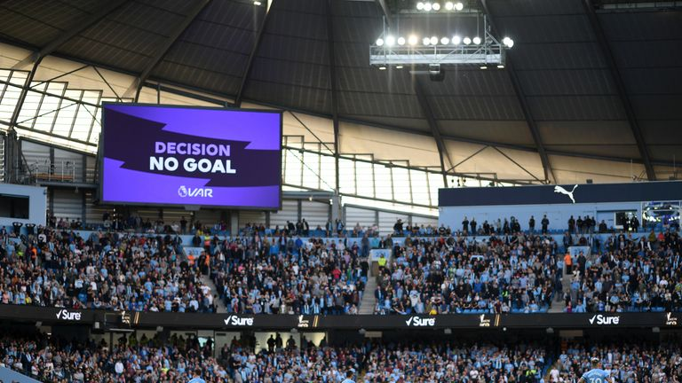 English refs chief admits 4 VAR mistakes in Premier League