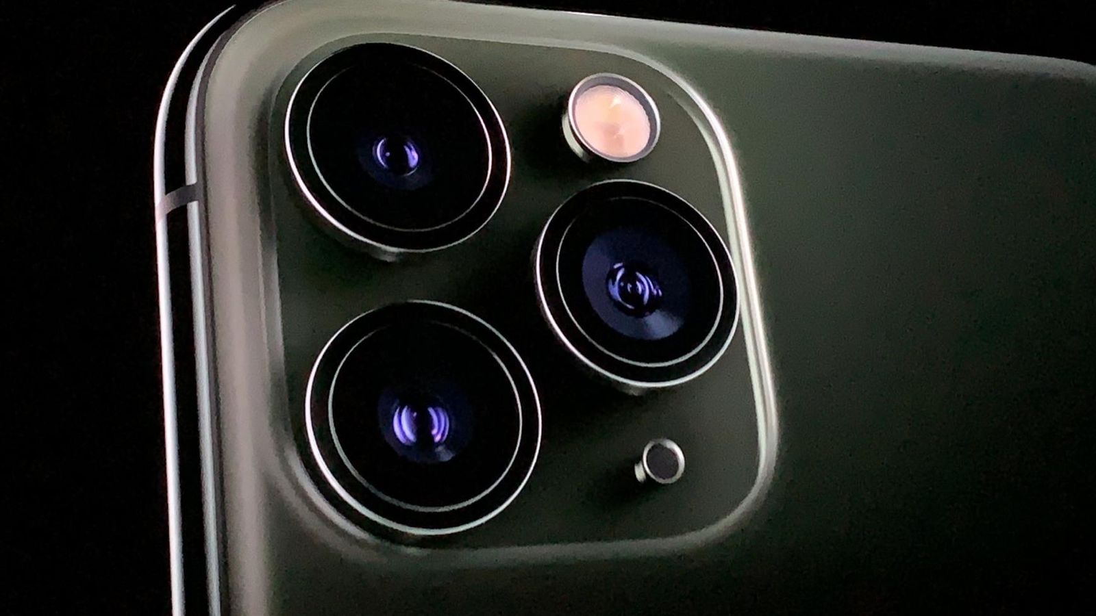 New Iphone 11 Pro Camera Triggers Trypophobia Fear Of Tiny