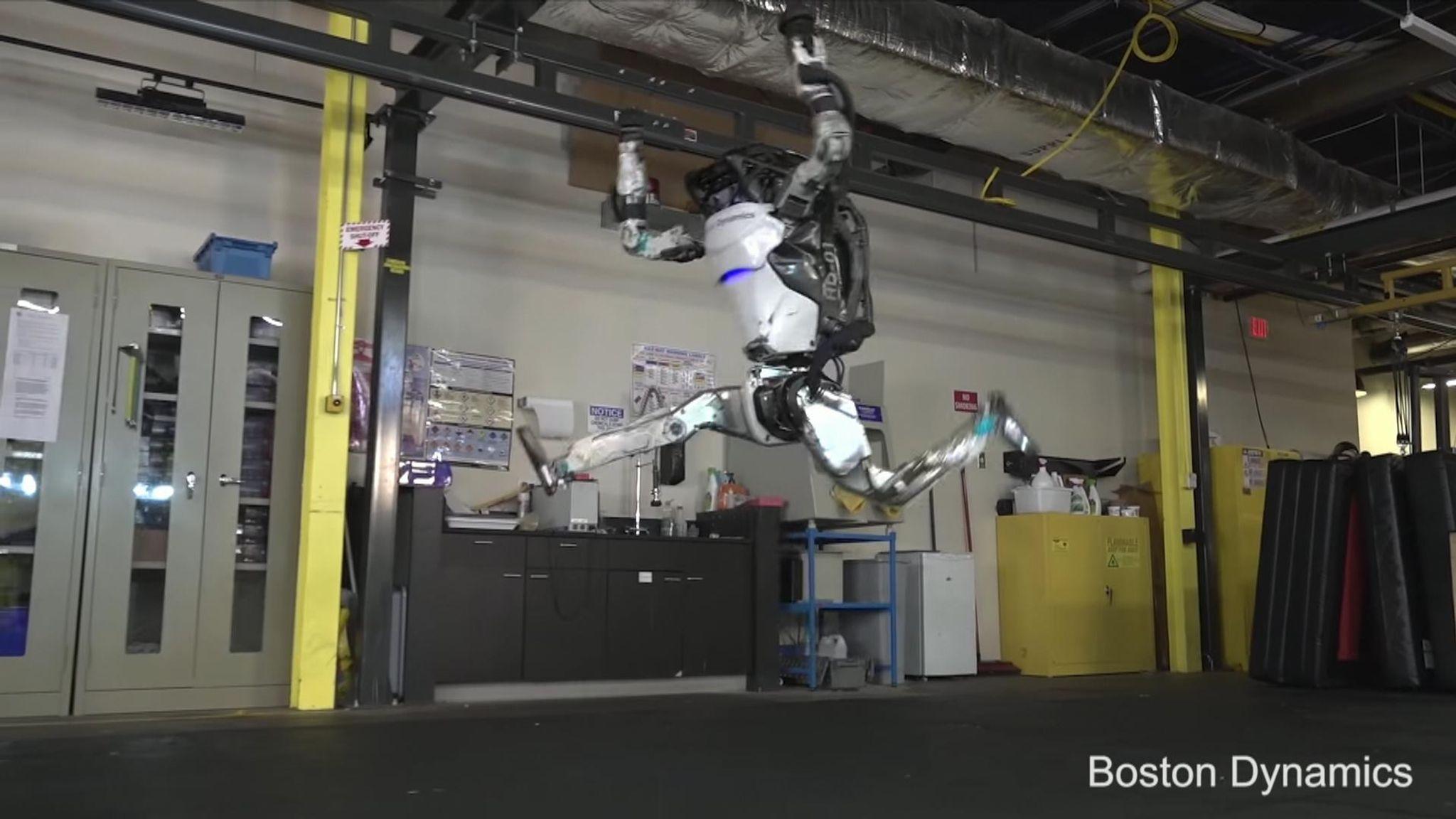Boston Dynamics Atlas robot does gymnastics