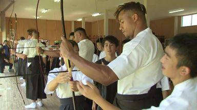 England stars practice Japanese archery