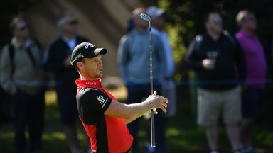 Healthy Willett hits the front