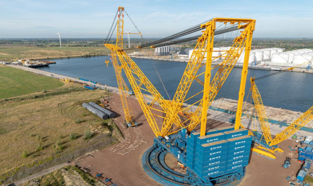 'Big Carl' - World's biggest crane begins work at Hinkley Point in Somerset