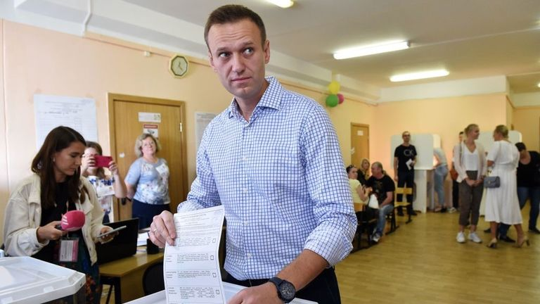 Alexei Navalny places his vote at a Moscow polling station