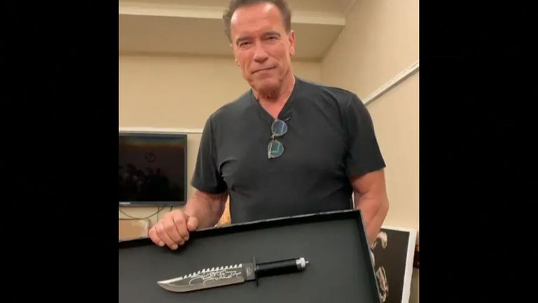 Arnold Schwarzenegger pokes fun at Sylvester Stallone about the size of the knife he signed for charity, and compares it to his own.